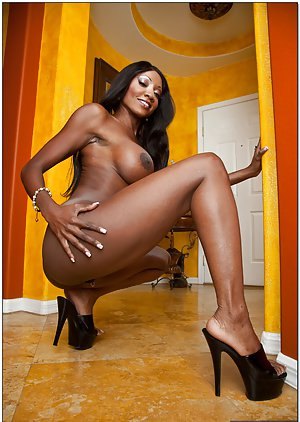 Ebony on High Heels Pics
